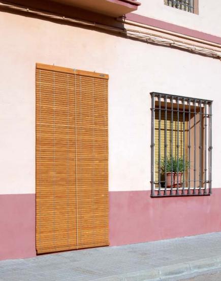 Persiana Alicantina de Madera en puerta